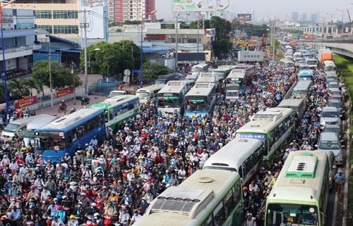 Kẹt xe kinh hoàng trên xa lộ Hà Nội - 1