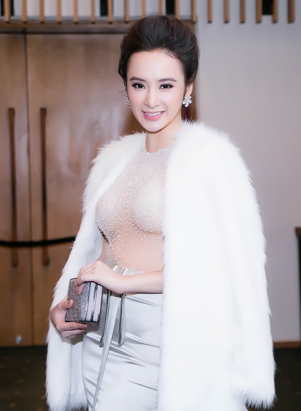 Angela Phương Trinh lại gây 'bão' với áo xuyên thấu - 1