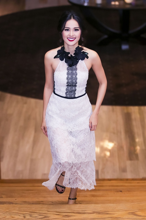 Angela Phương Trinh lại gây 'bão' với áo xuyên thấu - 6