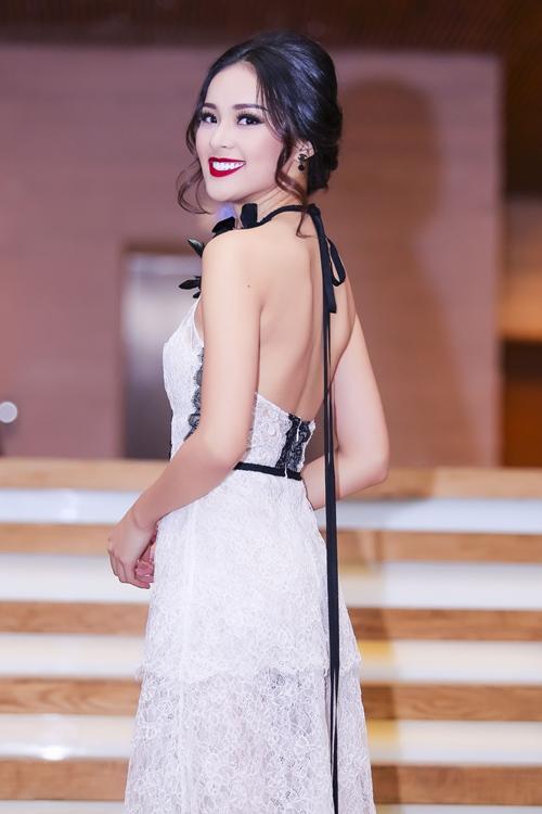 Angela Phương Trinh lại gây 'bão' với áo xuyên thấu - 7