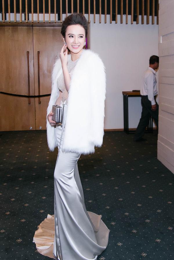 Angela Phương Trinh lại gây 'bão' với áo xuyên thấu - 3