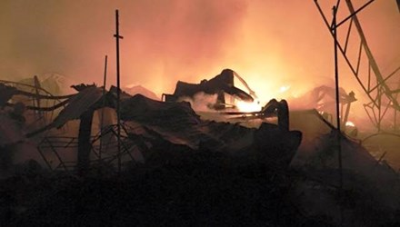 Chợ Phủ Lý cháy rực trời trong đêm, tiểu thương hoảng loạn - 1