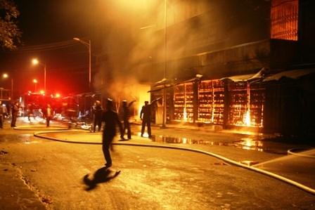 Chợ Phủ Lý cháy rực trời trong đêm, tiểu thương hoảng loạn - 3
