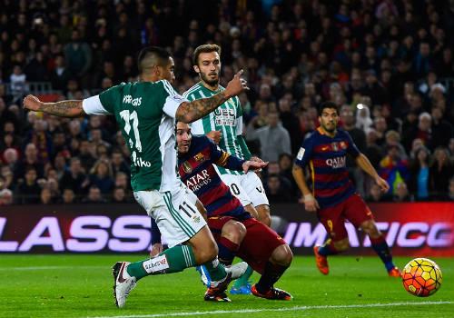 Đá trận 500 cho Barca, Messi tỏa sáng rực rỡ - 1