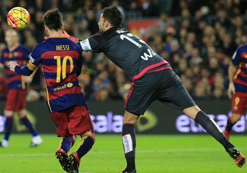 Đá trận 500 cho Barca, Messi tỏa sáng rực rỡ - 2