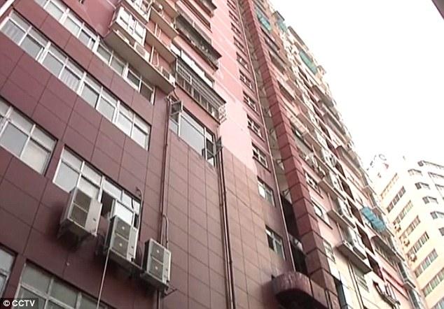 Chàng trai nhập viện sau khi đỡ cô gái rơi từ tầng 11 - 5