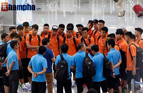 Bạn gái hot girl tiễn tuyển thủ U23 Việt Nam đi Qatar - 11