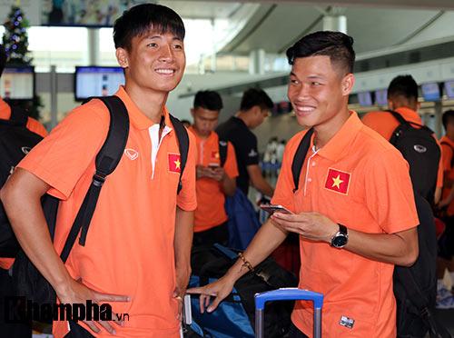 Bạn gái hot girl tiễn tuyển thủ U23 Việt Nam đi Qatar - 6