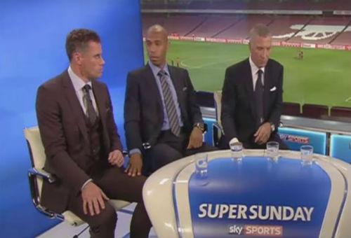 """Video: Huyền thoại Liverpool liên tục bị """"sàm sỡ"""" - 1"""