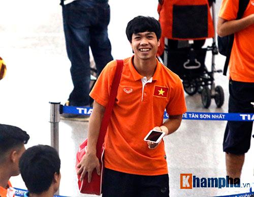 Bạn gái hot girl tiễn tuyển thủ U23 Việt Nam đi Qatar - 3