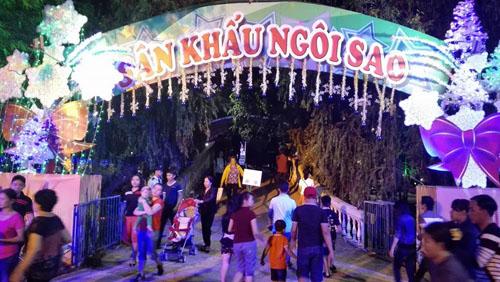 Người Sài Gòn đổ về hai điểm bắn pháo hoa mừng năm mới - 7