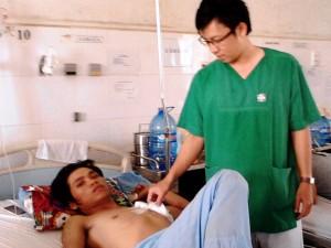 Cảnh giác - Đi đòi nợ, nam thanh niên bị đâm thấu ngực