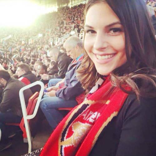 MC bốc lửa hứa cởi đồ, đóng bỉm nếu Arsenal vô địch - 2
