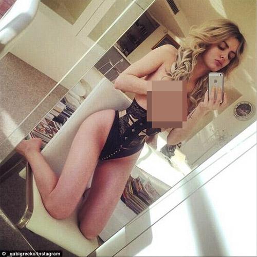 Người mẫu Úc khiến fan hoang mang vì đường cong kỳ dị - 4