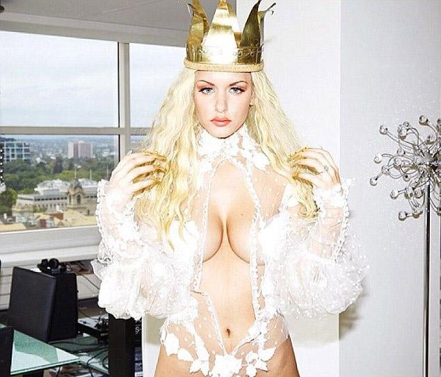 Người mẫu Úc khiến fan hoang mang vì đường cong kỳ dị - 11