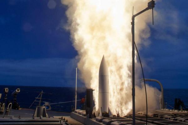 Hải quân Mỹ lập kỷ lục đánh chặn xa nhất với tên lửa SM-6 - 1