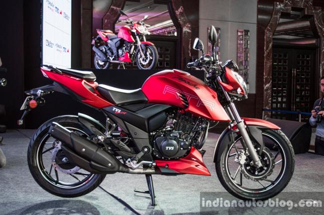 1. TVS Apache RTR 200 4V. Mẫu xe côn tay dung tích 200 cm3 Apache RTR 200 4V thế hệ mới ra mắt tại thị trường Ấn Độ giá khởi điểm chỉ 88.990 INR (khoảng 30 triệu đồng)