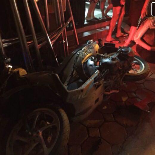 Hà Nội: Ô tô húc hàng loạt xe máy, 4 người bị thương - 2