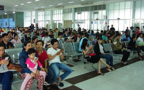 Vé tàu Tết Đinh Dậu: Hết vé những ngày cao điểm - 1