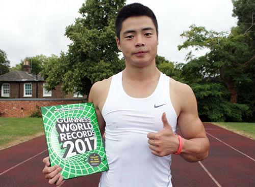 """Truyền nhân """"Tây độc"""" Âu Dương Phong phá kỷ lục Guinness - 1"""