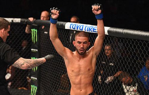 """UFC: """"Người khổng lồ xanh"""" xé áo nạt nộ đối thủ - 6"""