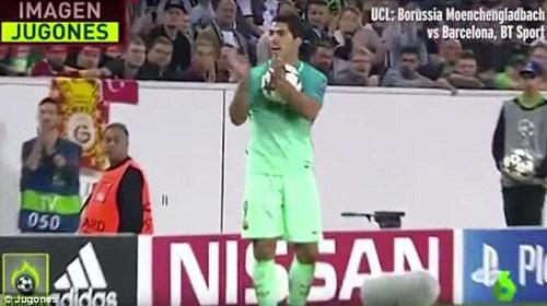 Chửi trọng tài, Suarez chờ án phạt nặng từ UEFA - 2