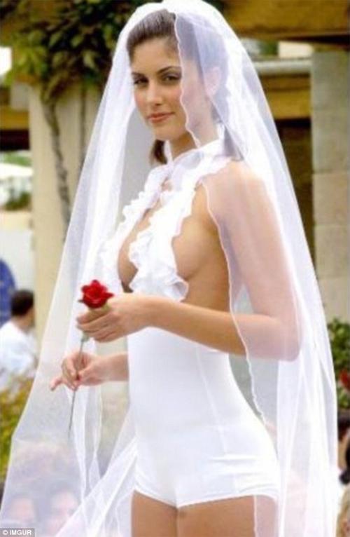Kinh ngạc với những bộ váy cưới thiếu vải, kỳ dị - 7