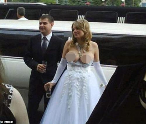 Kinh ngạc với những bộ váy cưới thiếu vải, kỳ dị - 9