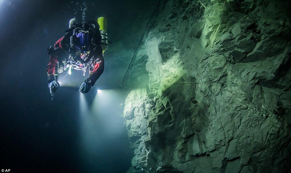 Phát hiện hang động sâu nhất thế giới, chưa dò thấy đáy - 4