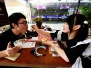 Thị trường - Tiêu dùng - Nhà hàng thuê nữ sinh viên... đút thức ăn cho khách