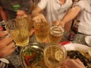 """Thế giới """"sởn da gà"""" nghe chuyện """"Việt Nam là quốc gia say xỉn"""""""