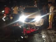 Tin tức trong ngày - Hà Nội: Ô tô húc hàng loạt xe máy, 4 người bị thương