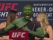 """UFC: """"Người khổng lồ xanh"""" xé áo nạt nộ đối thủ"""