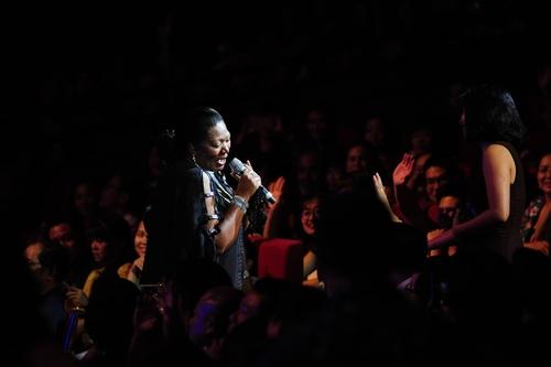 Khán giả phát cuồng, nhún nhảy cùng Boney M và Chris Norman - 3