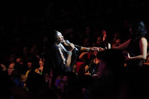 Khán giả phát cuồng, nhún nhảy cùng Boney M và Chris Norman - 4