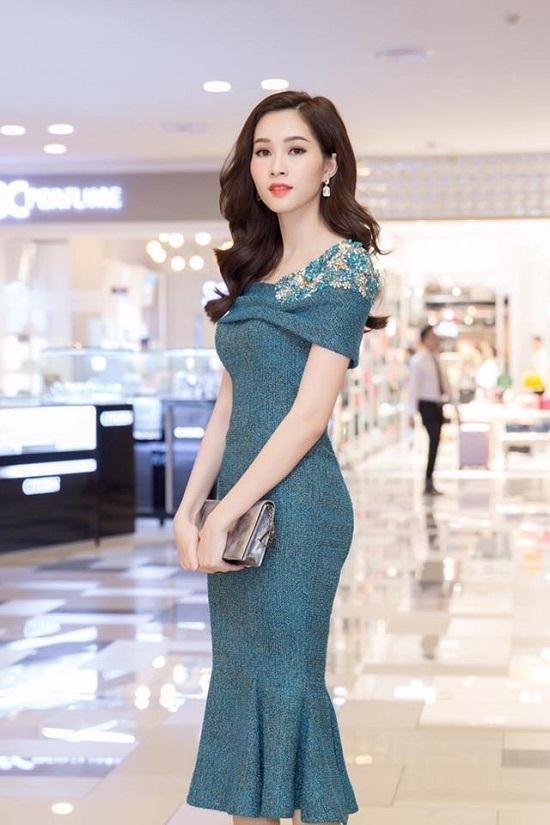 """Đỗ Mỹ Linh, Hà Anh khoe dáng """"đồng hồ cát"""" - 2"""