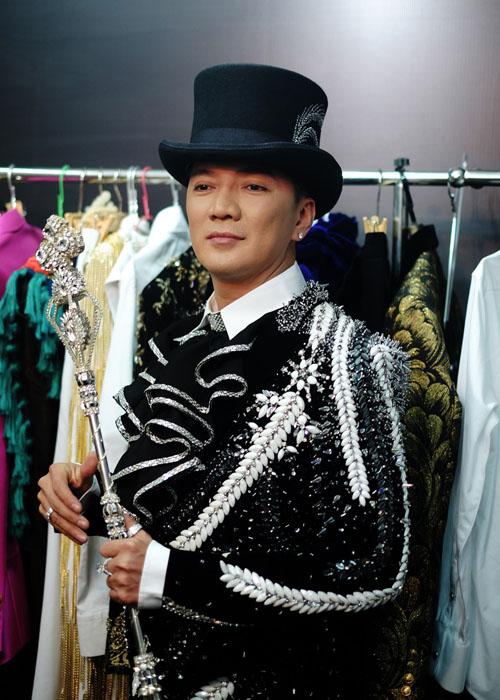 Choáng với kho hàng hiệu dát vàng cho show 12 tỷ của Mr. Đàm - 3