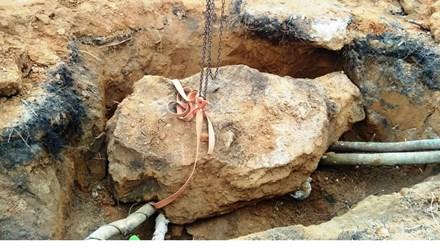 Đào cổ mộ 200 tuổi, nam thanh niên bị đá tảng đè chết - 1