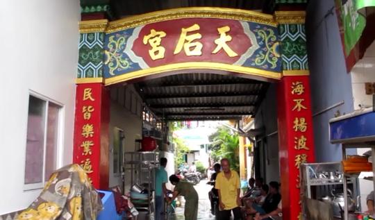 TP HCM: Một người bị đâm gục trước sân chùa - 1