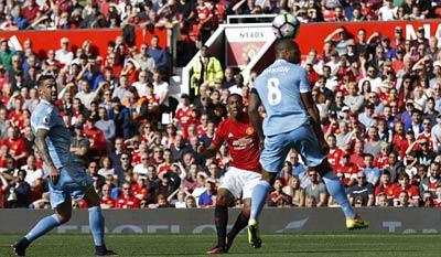 Chi tiết MU - Stoke City: Tự trách mình (KT) - 10