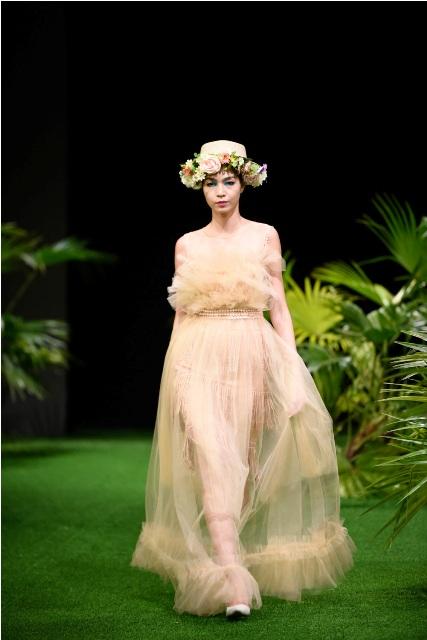 Dàn mẫu nhí tung hoành sàn catwalk tuần lễ thời trang VN - 6