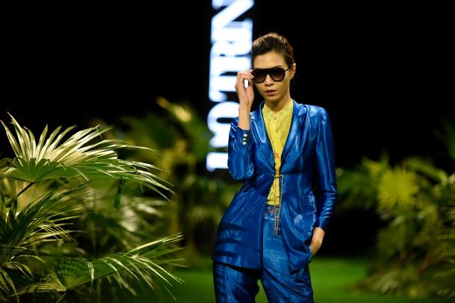 Dàn mẫu nhí tung hoành sàn catwalk tuần lễ thời trang VN - 7