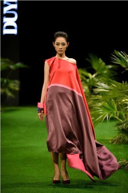 Dàn mẫu nhí tung hoành sàn catwalk tuần lễ thời trang VN - 10