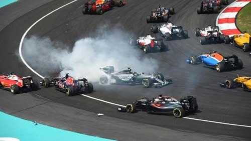 """F1, Malaysian GP: """"Bò húc"""" bẻ gãy """"Mũi tên bạc"""" - 1"""