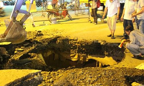 'Hố tử thần' sâu hơn 5m xuất hiện tại Sài Gòn - 2
