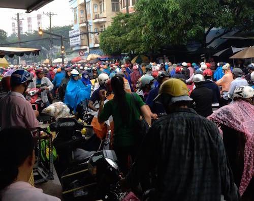 Sài Gòn mưa mù trời, giao thông hỗn loạn - 3