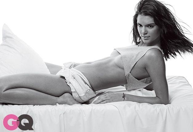 Chị em Kardashian lăng xê triệt để áo lộ chân ngực - 6