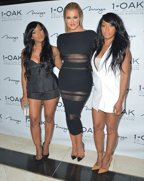 Chị em Kardashian lăng xê triệt để áo lộ chân ngực - 12