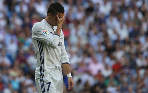 Real: Ronaldo khởi đầu tệ nhất, Zidane y như Benitez - 2