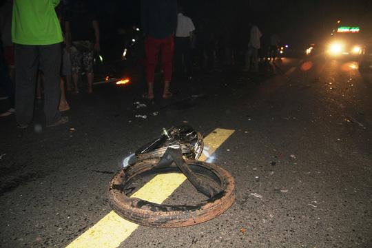 Rời tiệc thôi nôi, 2 thanh niên tông ô tô chết tại chỗ - 3
